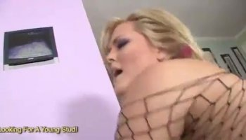 Stacked Japanese masseuse gives a happy ending